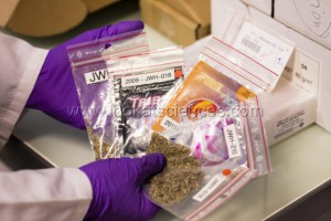 Detection et d¹identification des nouveaux produits de synthese