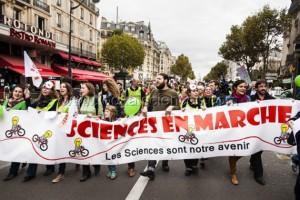 Manifestation des chercheurs avec Sciences en Marche, à Paris le 17 octobre.