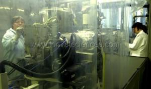 A l'Universite de Berne, en Suisse, le laboratoire de Kathrin Altwegg abrite une replique de l'instrument ROSINA embarque sur la sonde spatiale Rosetta.